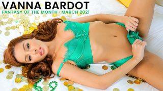 Die rothaarige Shorty Vanna Bardot macht Liebe mit einem gut aussehenden Lieferjungen